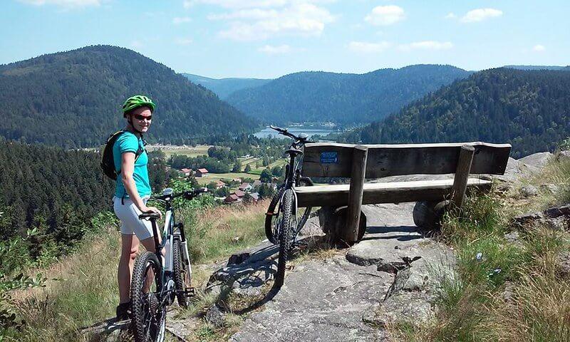 cycliste faisant du VTT à La Bresse